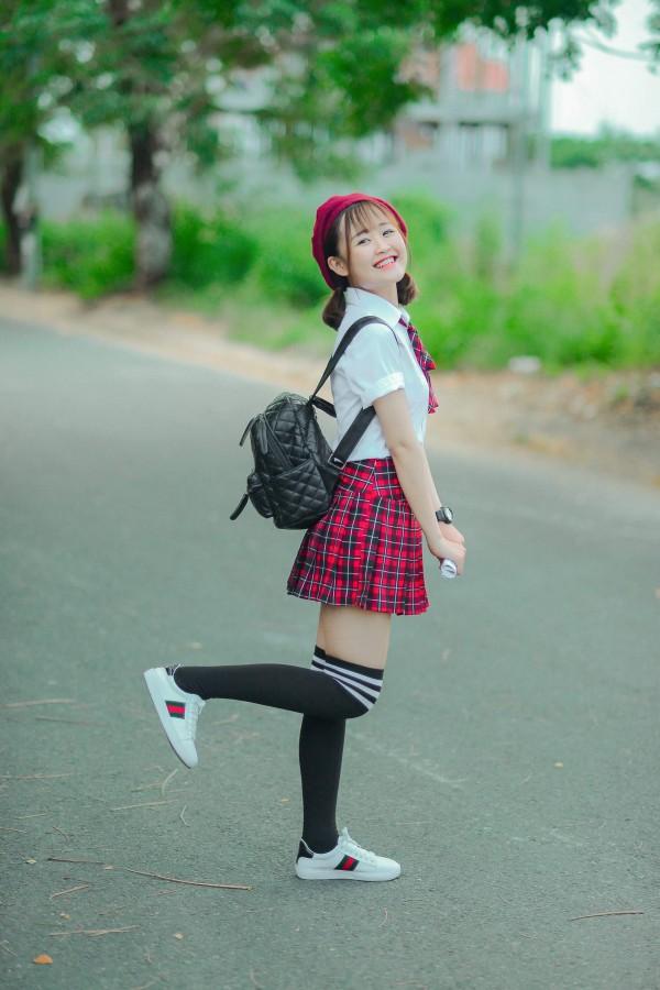 Hot girl 'Chạm khẽ tim U23 một chút thôi' ế vì đam mê làm phim triệu view - Ảnh 2.