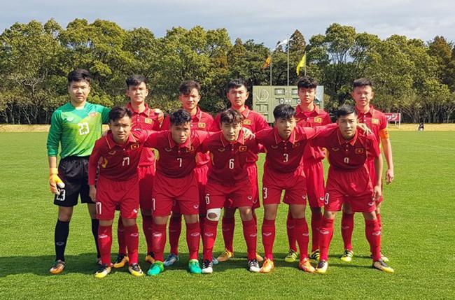 Cựu trung vệ tuyển Việt Nam lên báo Anh, HLV Hà Nội FC cảnh báo cầu thủ U23 - Ảnh 1.