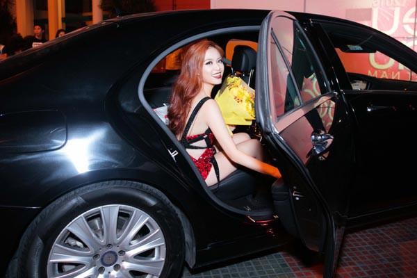 Hai cô bạn độc thân giàu có, đẳng cấp và xinh đẹp của Hoàng Thùy Linh - Ảnh 5.