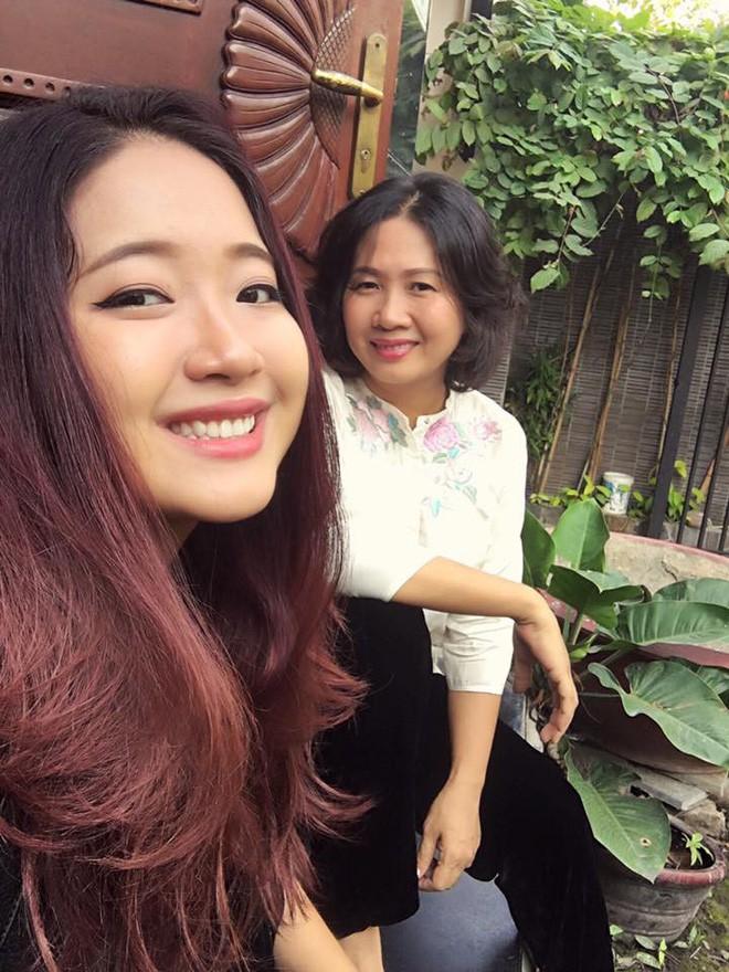 Ái nữ của người mẹ Giám đốc khuyên con gái đừng mua chiếc túi 300 đô rỗng: Là tiểu thư được cưng chiều, vẫn đi làm thêm kiếm sinh hoạt phí - Ảnh 7.