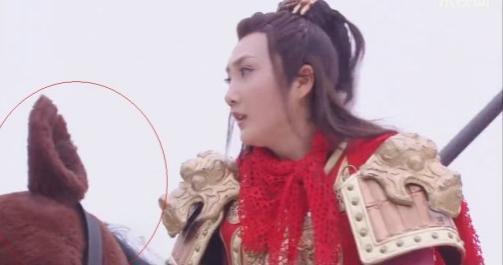 Sạn vô duyên trong phim Hoa ngữ: Thời cổ xuất hiện hộp gà rán, lốp xe cao su - Ảnh 7.