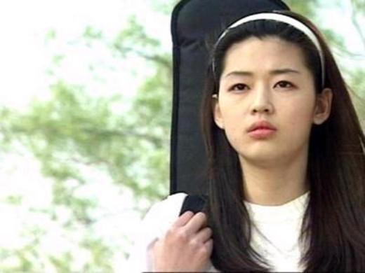 Mợ chảnh Jun Ji Hyun: Bà hoàng showbiz dẫu vạn người săn đón vẫn thủy chung với tình yêu thuở ban đầu - Ảnh 1.