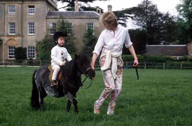 Cách làm mẹ của Công nương Diana vẫn luôn khiến các mẹ khắp thế giới ngưỡng mộ - Ảnh 1.