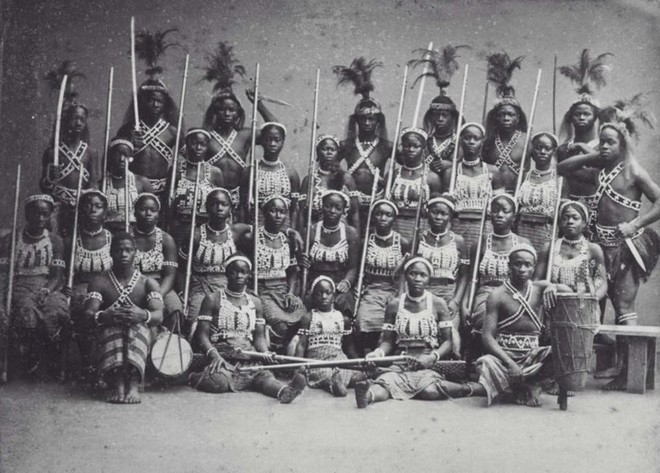 Không chỉ trong Black Panther, lịch sử châu Phi cũng từng chứng kiến một đội quân phụ nữ quả cảm và khét tiếng - Ảnh 2.