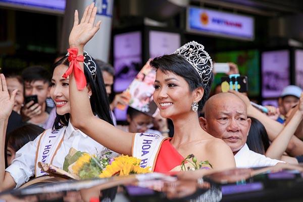 Vay 500 nghìn và nợ 4 triệu đi thi Hoa hậu, H'Hen Niê vẫn làm điều vô cùng xúc động  - Ảnh 4.