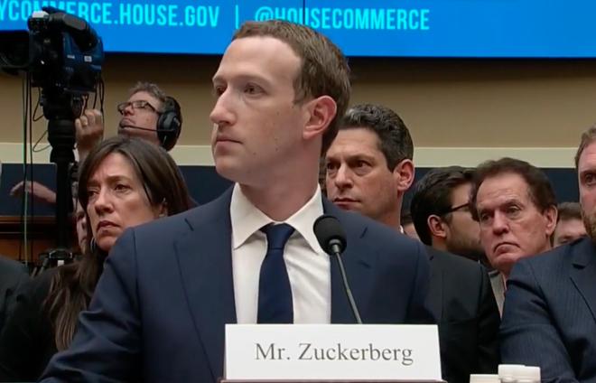 Ngày điều trần thứ hai: Mark Zuckerberg nói sẽ mở rộng chính sách bảo vệ dữ liệu nghiêm ngặt ở châu Âu ra toàn thế giới, nhưng rất ngập ngừng - Ảnh 2.