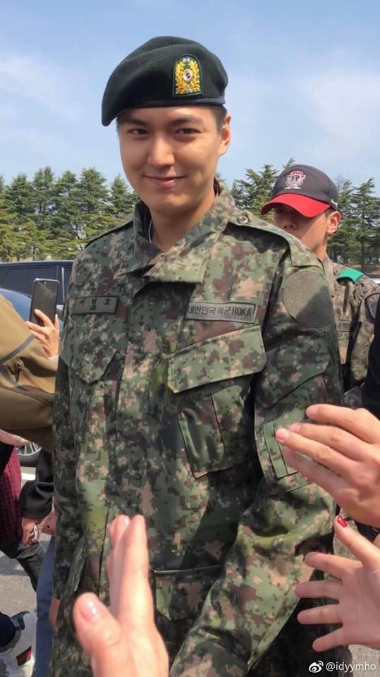 Hé Lộ Hình Ảnh Lee Min Ho Mặt Phúng Phính Trong Ngày Tốt Nghiệp Huấn Luyện