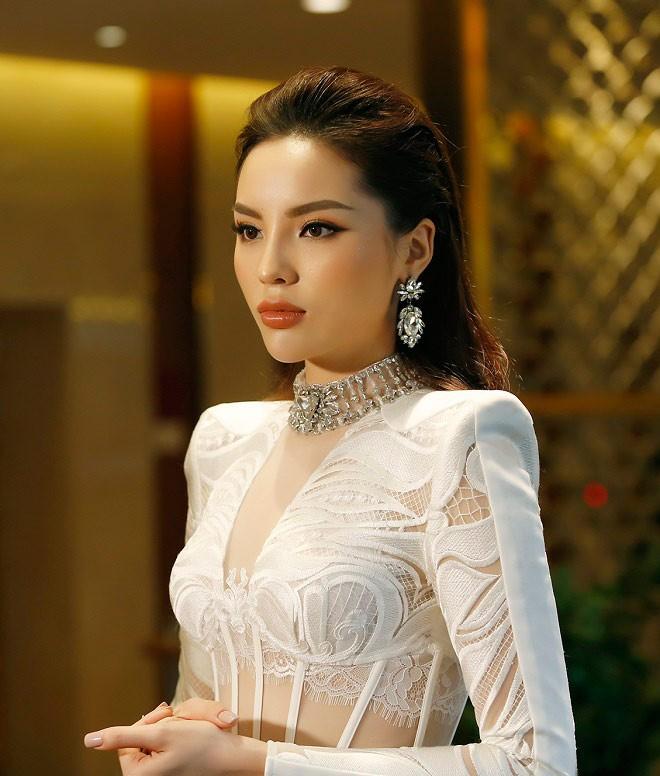 Dung mạo thay đổi của các Hoa hậu: Không dao kéo mà do thần thái, bấm huyệt, dị ứng  - Ảnh 1.