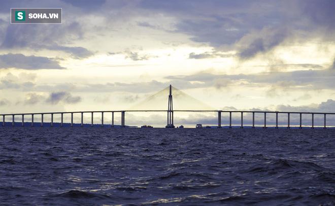Sông Amazon dài như thế mà tại sao không có bất kỳ một cây cầu nào cả? - ảnh 1