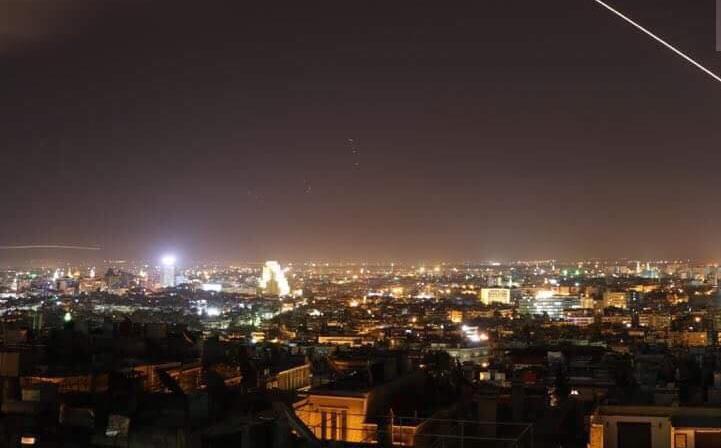 Nổ lớn trên bầu trời Syria, những hình ảnh về cuộc tấn công của liên minh Mỹ-Anh-Pháp