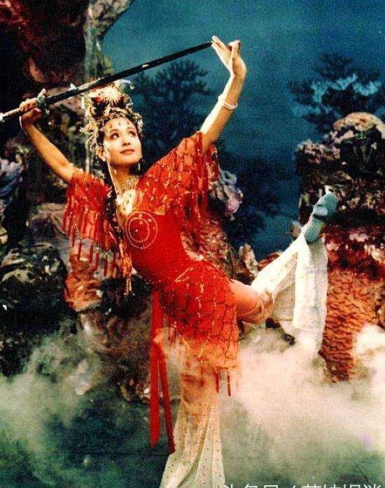 Sau 30 năm, nữ yêu tinh đẹp nhất Tây Du Ký 1986 trở thành bà trùm giàu có - Ảnh 1.