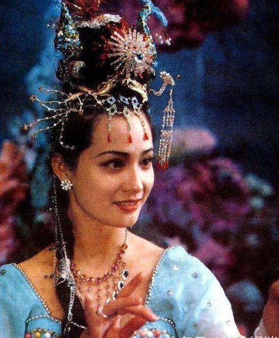 Sau 30 năm, nữ yêu tinh đẹp nhất Tây Du Ký 1986 trở thành bà trùm giàu có - Ảnh 2.