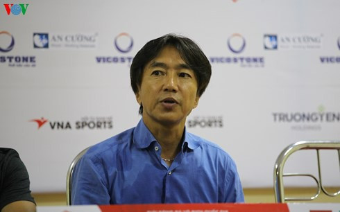 """HLV Miura: """"Tôi không quan tâm đến vị trí thứ tư tại V-League"""" - Ảnh 1."""