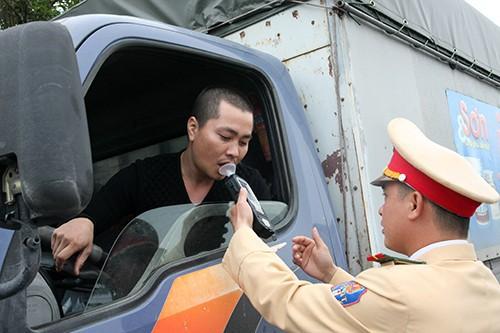 Bộ Y tế đề xuất cấm tuyệt đối người lái ô tô có cồn trong máu - Ảnh 1.