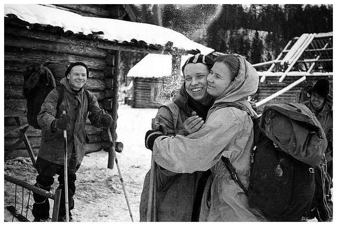 Cái chết bí ẩn của 9 người leo núi xấu số trên Đèo Dyatlov: nạn nhân chết vì mất nhiệt, có chấn thương không thể do con người gây ra, quần áo bị nhiễm xạ nặng - Ảnh 2.