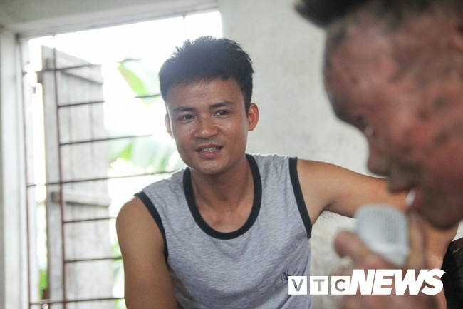 Ảnh: Người cá Ngô Văn Thọ dũng cảm livestream trên facebook để không bị hòa tan - Ảnh 13.