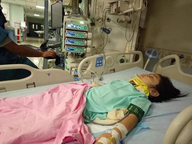 Cô bé đã qua giai đoạn nguy hiểm nhưng vẫn đang nằm điều trị theo dõi. (Ảnh: Internet)