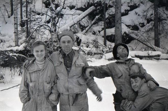 Cái chết bí ẩn của 9 người leo núi xấu số trên Đèo Dyatlov: nạn nhân chết vì mất nhiệt, có chấn thương không thể do con người gây ra, quần áo bị nhiễm xạ nặng - Ảnh 5.