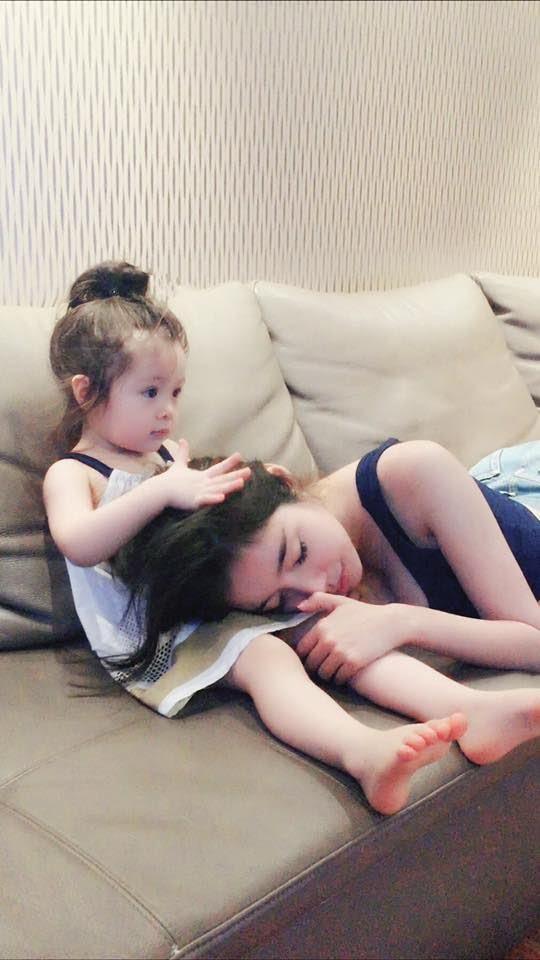 Lý do khiến mẹ phớt lờ mọi lời khuyên, vẫn ngủ chung giường với con gây xúc động - Ảnh 2.