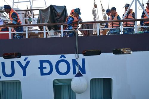 Tàu buồm Lê Quý Đôn xuất phát huấn luyện trên biển - Ảnh 3.