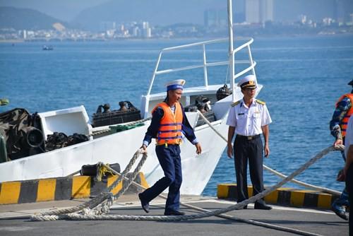 Tàu buồm Lê Quý Đôn xuất phát huấn luyện trên biển - Ảnh 6.