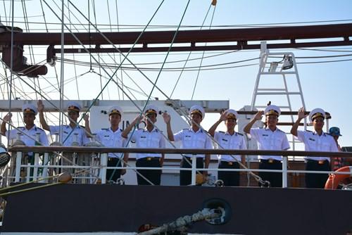 Tàu buồm Lê Quý Đôn xuất phát huấn luyện trên biển - Ảnh 8.