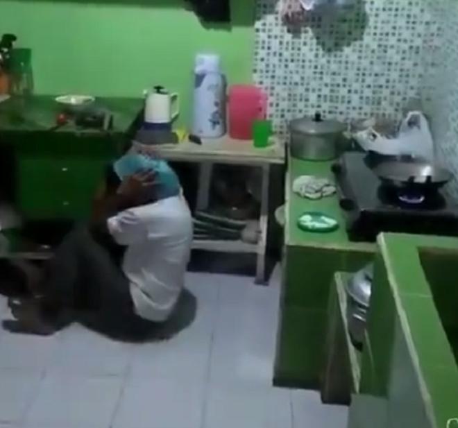 """Khi đàn ông vào bếp: Thương thay những """"chiến binh cảm tử"""" trong trận đấu nảy lửa với dầu mỡ - ảnh 1"""