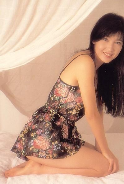 Mỹ nữ 51 tuổi Châu Huệ Mẫn và lời thề kỳ lạ: Không sinh con để giữ dáng, mặc gợi cảm - Ảnh 3.