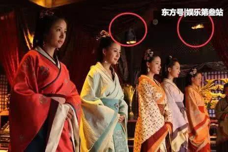Sạn khó tin trong phim cổ trang: Hoàng đế đeo đồng hồ, xuất hiện cột điện cao thế - Ảnh 3.