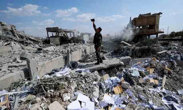 Syria không thay đổi, vụ tấn công của Mỹ chỉ là màn pháo hoa tốn kém - Ảnh 2.