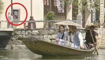 Sạn khó tin trong phim cổ trang: Hoàng đế đeo đồng hồ, xuất hiện cột điện cao thế - Ảnh 2.