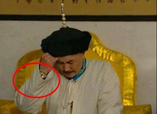 Sạn khó tin trong phim cổ trang: Hoàng đế đeo đồng hồ, xuất hiện cột điện cao thế - Ảnh 11.