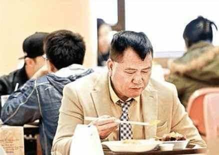 Huyền thoại màn ảnh, đại ca của Châu Tinh Trì về già đi hát quán bar kiếm tiền chữa bệnh - Ảnh 10.