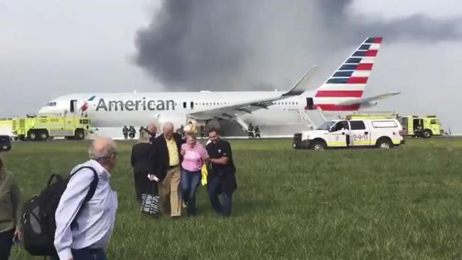 Đây chính là hành động đơn giản trên máy bay có thể khiến nhiều hành khách bỏ mạng vì nói bao lần cũng không sửa - Ảnh 1.