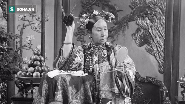 Vô tình nhìn thấy nhan sắc thật của Từ Hy Thái hậu, thái giám cung nữ chịu kết cục bi thảm - Ảnh 2.