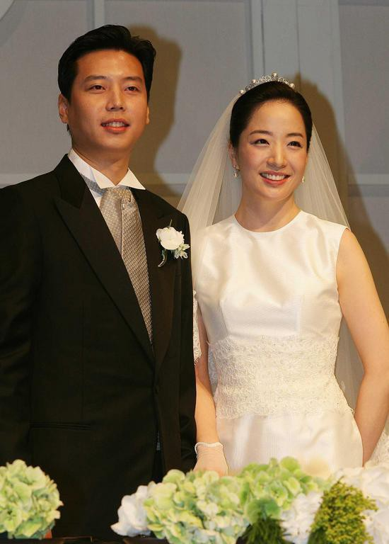 Vợ chồng Noh Hyun Jung và Chung Dae Sun trong ngày cưới.