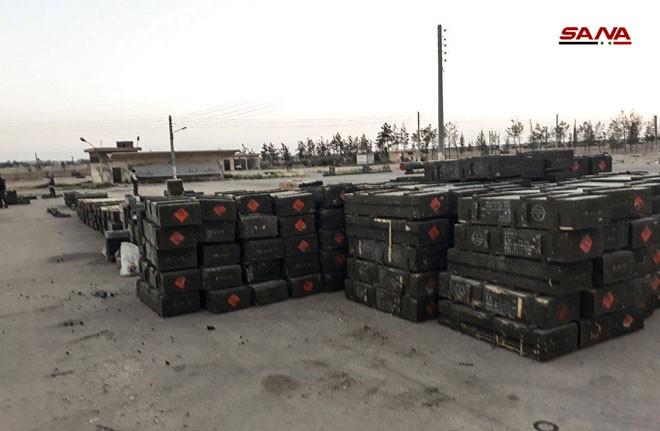Cận cảnh số vũ khí QĐ Syria thu giữ của phiến quân ở Qalamun: Có tên lửa Mỹ, Trung Quốc - Ảnh 5.