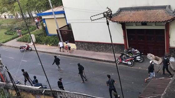 Vụ 30 thanh niên cầm mã tấu truy sát ở Sài Gòn: Tạm giữ 5 giang hồ có số má quê Hải Phòng - Ảnh 4.