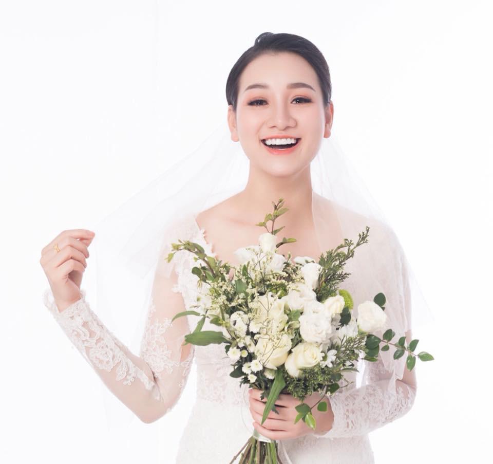 Chân dung vợ sắp cưới của Hữu Công: Xinh đẹp, là