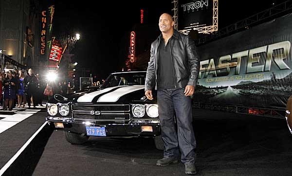 Gã khổng lồ Dwayne Johnson: Ở nhà triệu đô, đi siêu xe khủng, máy bay nhanh nhất thế giới - Ảnh 10.