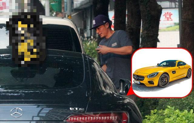 Tậu siêu xe mới trị giá hàng tỷ, Hoắc Kiến Hoa lộ khoảnh khắc quê độ khi chưa quen mở cửa xe - Ảnh 2.