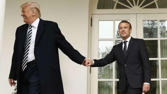 Phản ứng hóa học cực kỳ thú vị giữa 2 TT Trump-Macron: Vỗ đùi, dắt tay đi dọc Nhà Trắng - Ảnh 6.
