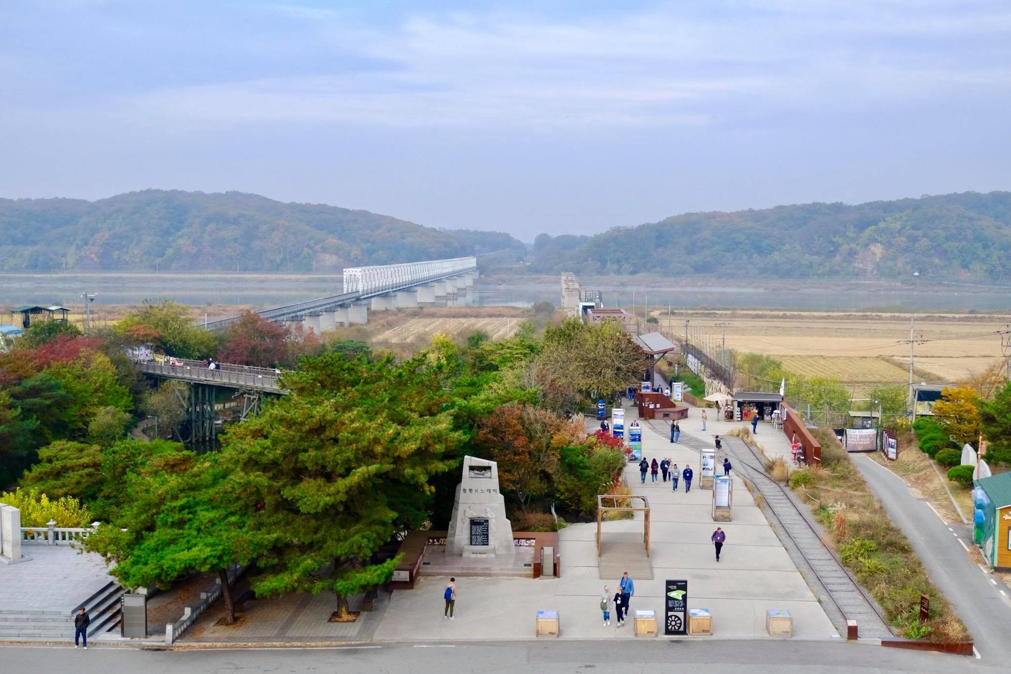 [PHOTO ESSAY] Thù địch và hy vọng ở DMZ liên Triều nhìn từ hai phía qua ống kính người Việt - Ảnh 21.