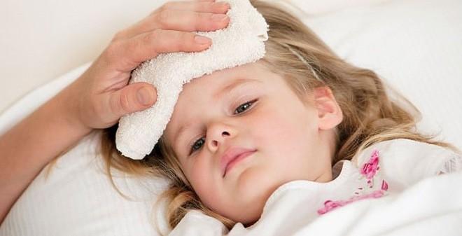 Xử trí đúng khi bị sốt cao, tránh biến chứng của những căn bệnh đáng sợ - Ảnh 3.