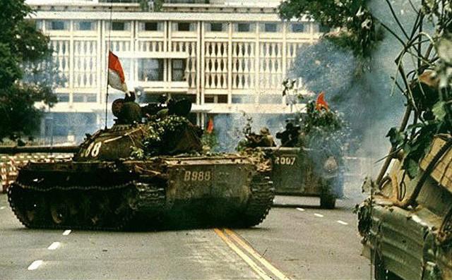 Sài Gòn trưa 30/4/1975 và đêm pháo hoa mừng chiến thắng trong hồi ức lính tăng - Ảnh 2.