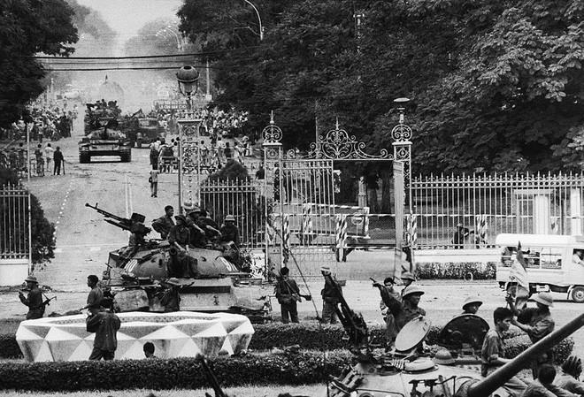 Sài Gòn trưa 30/4/1975 và đêm pháo hoa mừng chiến thắng trong hồi ức lính tăng - Ảnh 4.