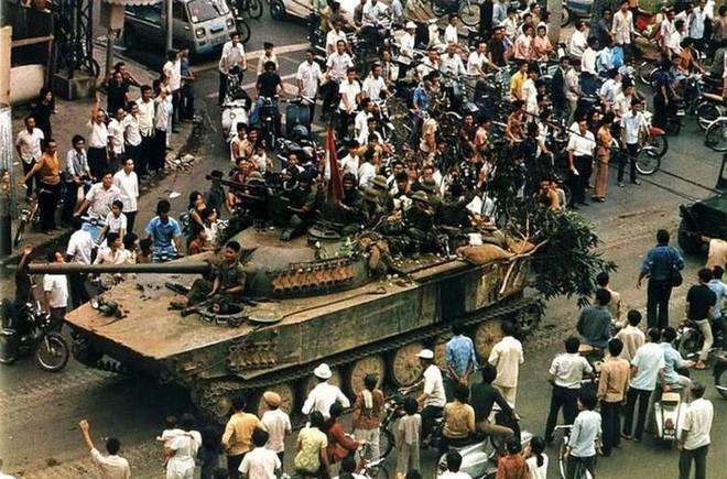 Sài Gòn trưa 30/4/1975 và đêm pháo hoa mừng chiến thắng trong hồi ức lính tăng - Ảnh 8.
