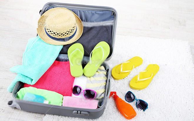 Cách mang cả ngôi nhà đi du lịch chỉ với 7kg hành lý xách tay - Ảnh 1.