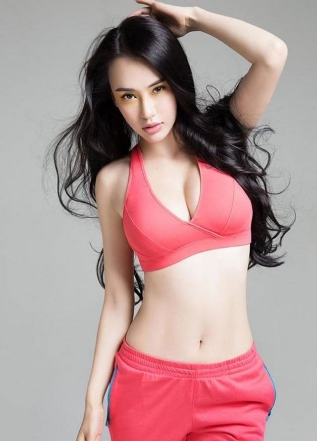ngam-nhin-nhan-sac-giao-vien-yoga-dong-phim-cung-thanh-long-5