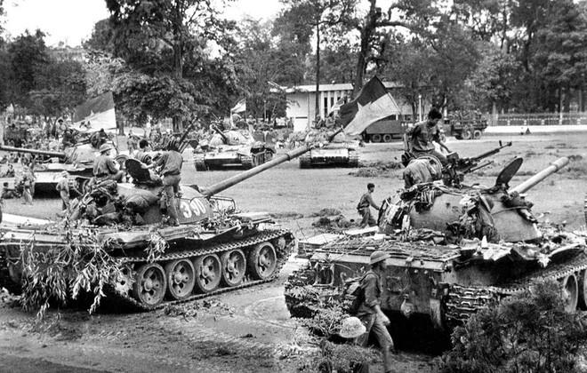 Xe tăng 390 húc đổ cổng Dinh Độc Lập: Tại sao đại đội phó kỹ thuật lại đi nạp đạn xe tăng? - Ảnh 4.